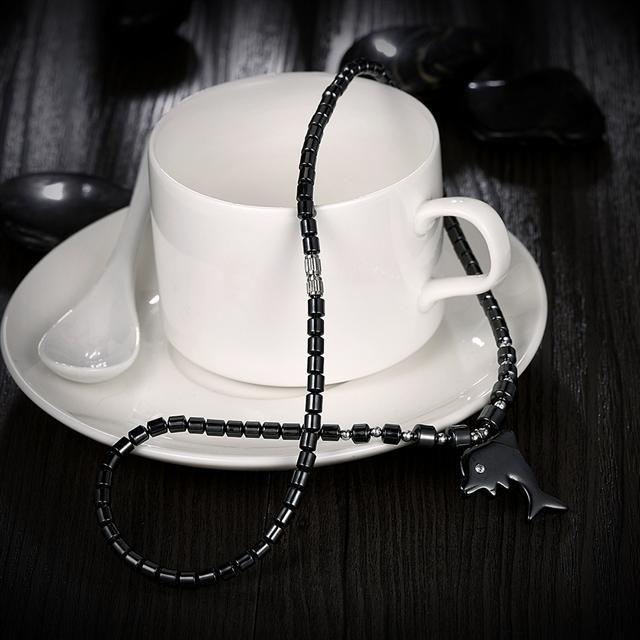 Ожерелье Everiot NC-XP-10988 из гематита с подвеской в виде дельфина